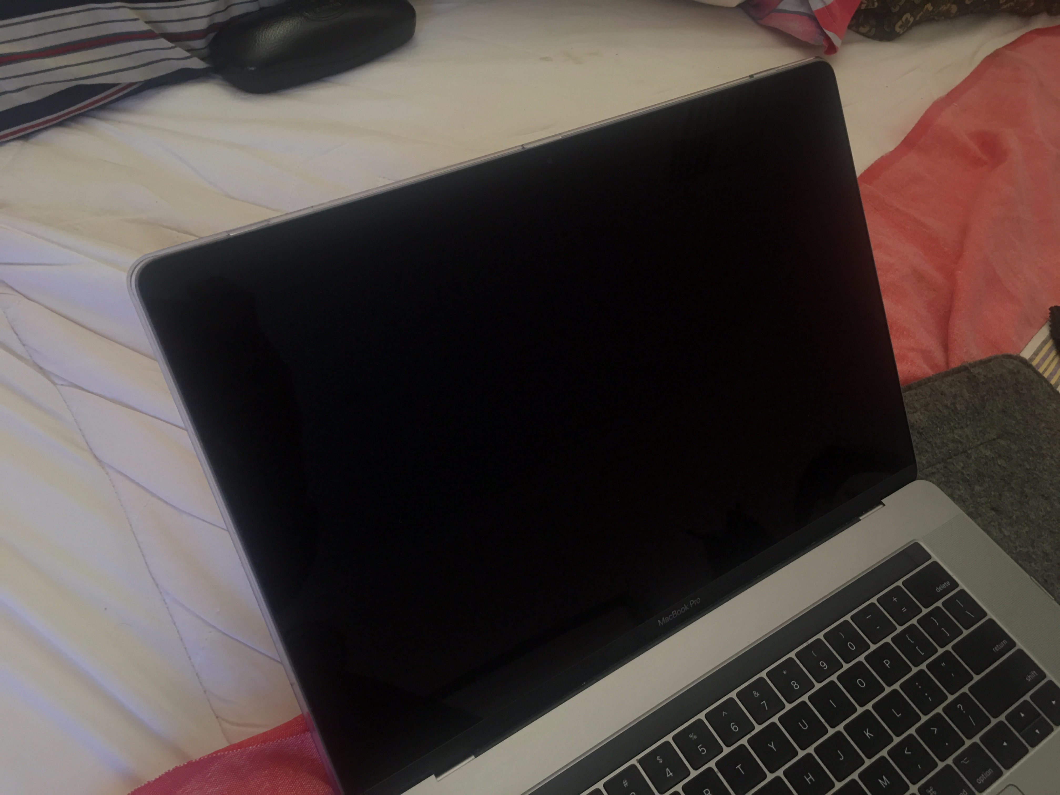 blue discolouration of MBP 15 2017 screen… - Apple Community