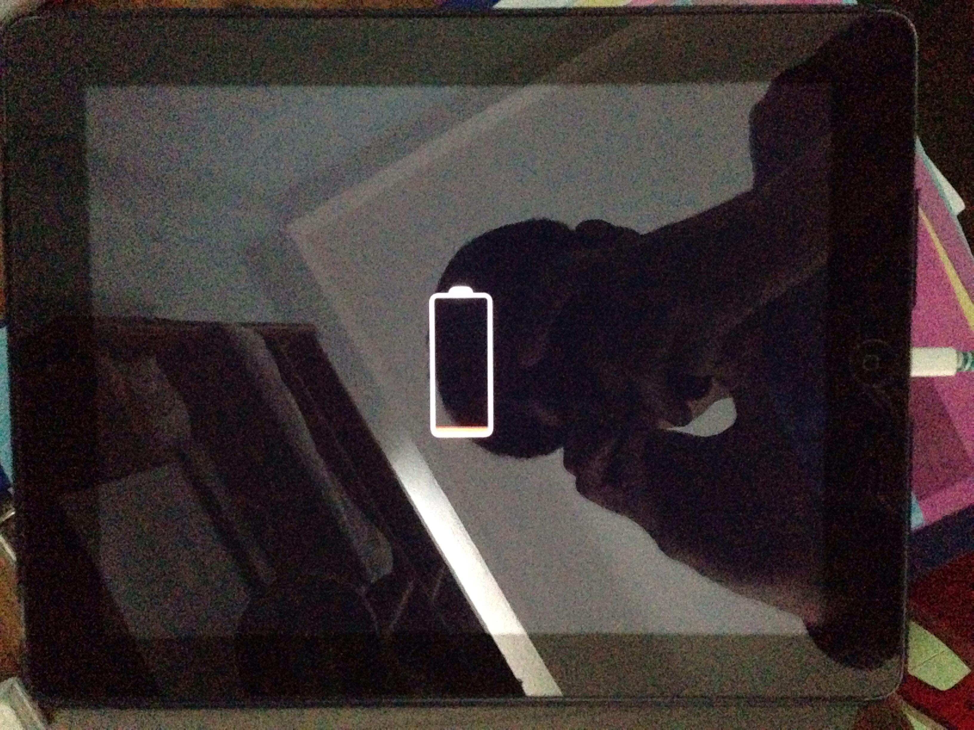My ipad 4 stucks on red battery symbol an… - Apple Community