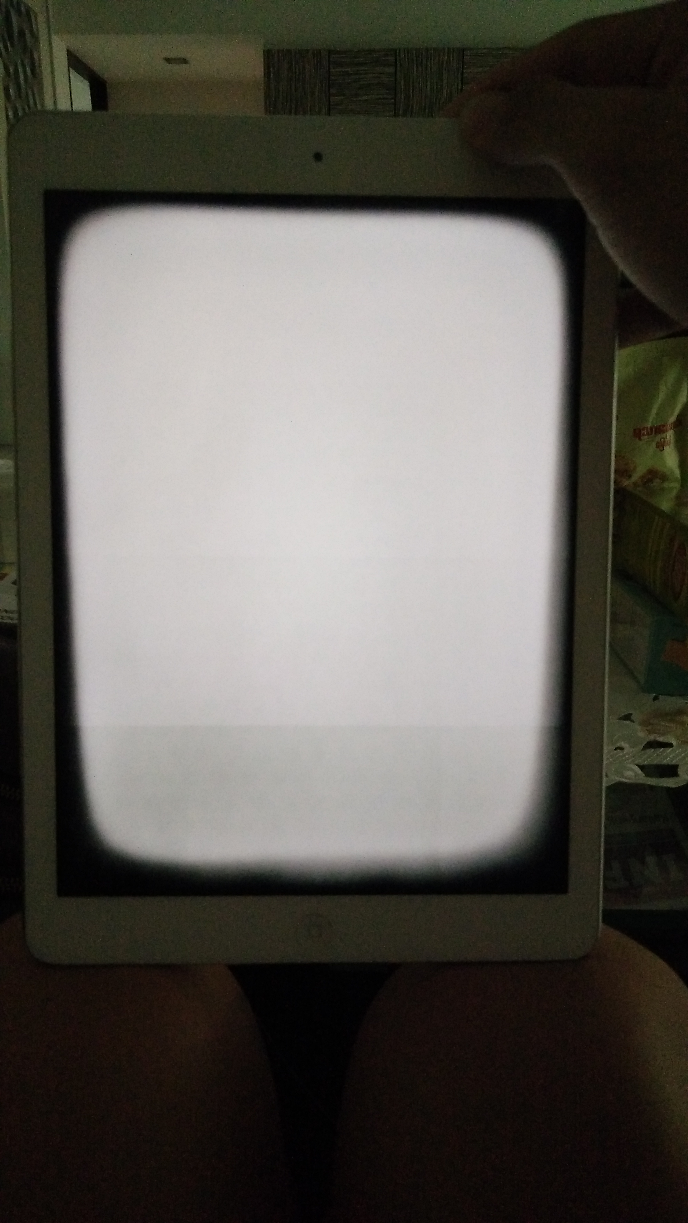 How do I fix my ipad screen with a white … - Apple Community